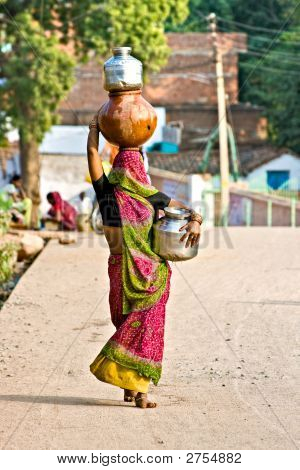 India'S Woman In Orcha.