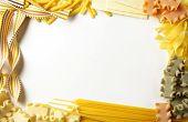 Постер, плакат: Декоративная рамка построен из различных итальянская паста