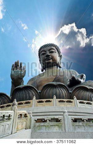 Gran Buda sentado en lotusl. Hong Kong