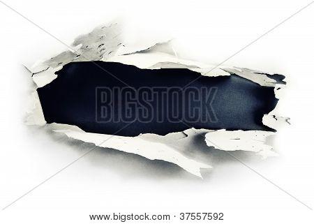 Loch, dunkles Papier.