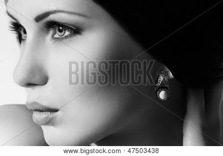 Fashion woman with jewelry decoration. Fashion portrait