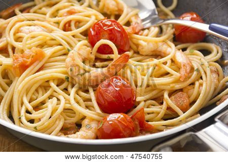 Shrimps And Spaghetti In Pan
