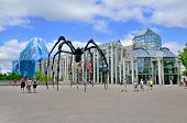 Spider sculpture in front the National Gallery of Canada