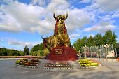 picture of yaks  - A Golden statue of two mighty Tibetan signature yaks in Tibet - JPG