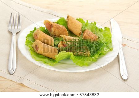 Flapjack with salmon and salad, cutlery, napkin