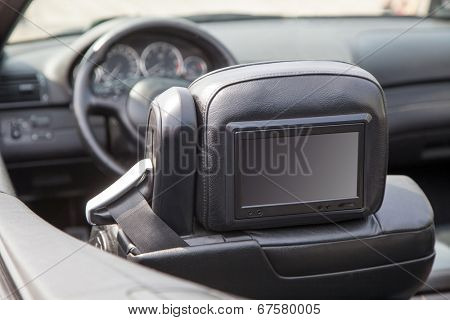 Multimedia backseat screen in a luxury car