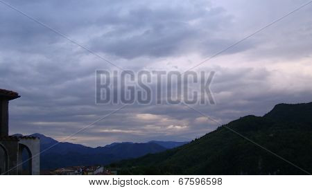 sunset in shades of dark blue with mountains della catena montuosa dell'appenino tosco emiliano