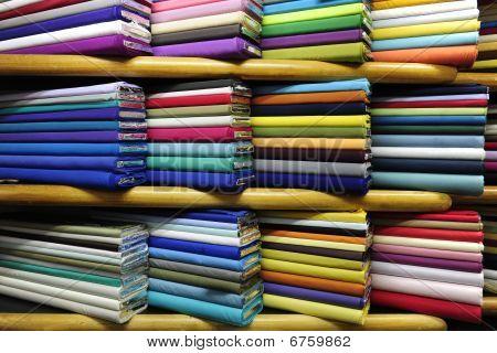 Coloridas telas en venta