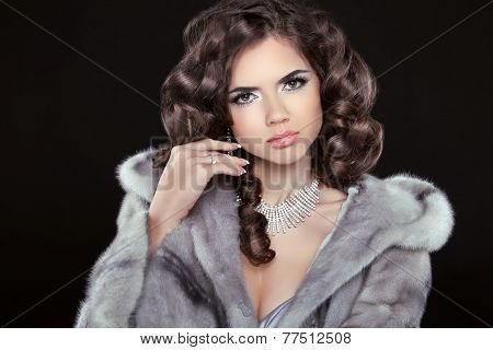 Fashion Beautiful Girl With Brown Long Wavy Hair, Shine Hairstyle With Health. Makeup. Jewelry.