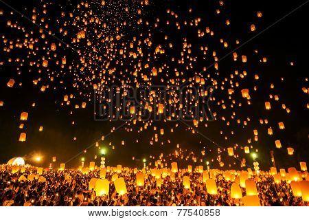 Chiangmai, Thailand - October 25 :thai People Floating Lamp. October 25 ,2014 In Tudongkasatarn, Chi