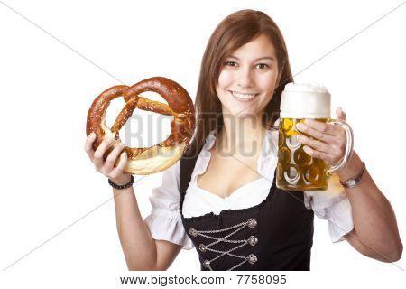 Fröhliche Frau Im Dirndl Hält Oktoberfest Bierkrug Und Breze
