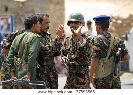 Yemeni military men talk at the security checkpoint, Hadramaut valley, Yemen.
