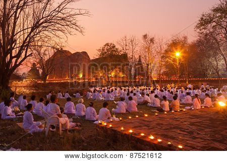 Ayutthaya Thailand-march. 4: Makha Bucha Day.traditional Buddhist Monks Are Lighting Candles For Rel