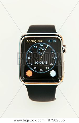 Apple Watch Starts Selling Worldwide - First Smartwatch From Apple Computers