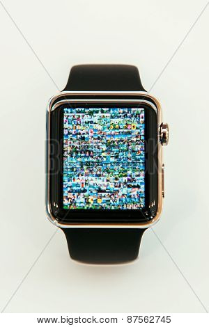 Apple Watch with photo-app on screen