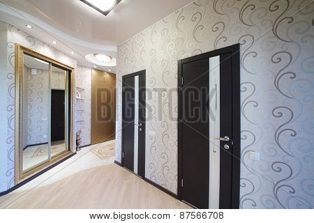 Hallway with two doors and sliding mirror wardrobe