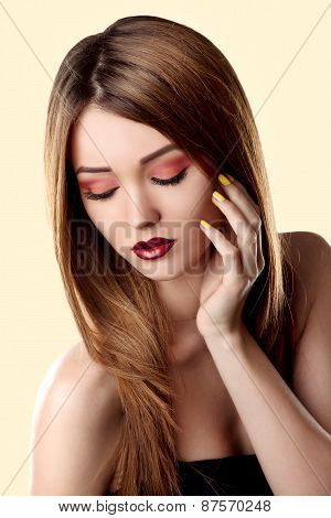 Bright Trendy Makeup. Make-up Face Young Woman.