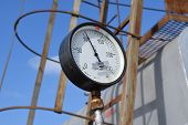 picture of manometer  - The manometer for measurement of pressure in a gas well - JPG