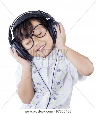 Lovely Little Girl Enjoy Mp3 With Headphones