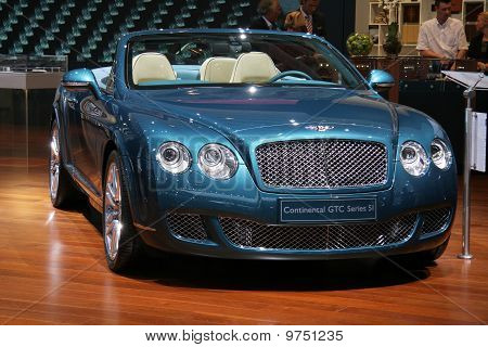 Bentley Continental Gtc Serie 51 auf Paris Motor Show
