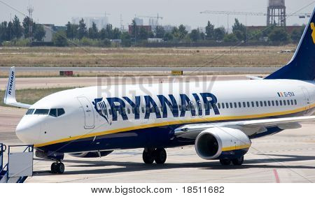 VALENCIA, SPAIN - JUNE 24: Ryanair to open Valencia base in November 2010 with two 737-800s and 10 new routes. A Ryanair aircraft at the Valencia Airport on June 24, 2010 in Valencia, Spain.