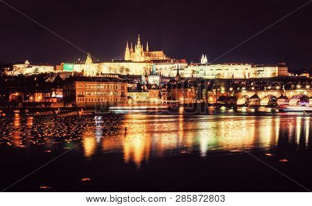 Poster: Famous Castle And Charles Bridge