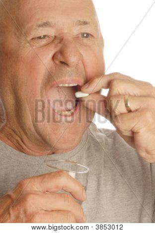 Senior ingestión de medicamentos