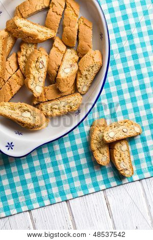 the cantuccini cookies on kitchen table