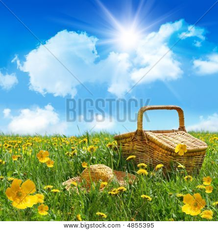 Summer Picnic Basket With Straw Hat