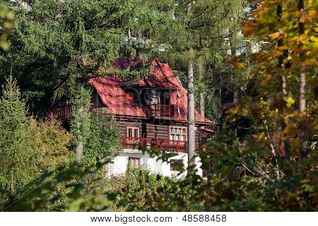 Mountain cottage in the colors of autumn