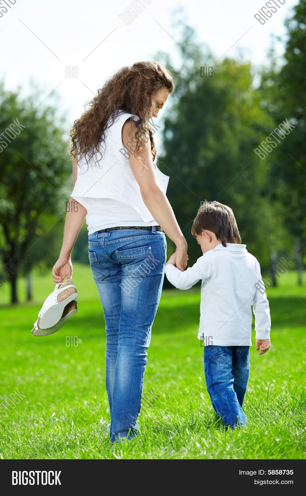 Сын трахается с молоденькой матерью 16 фотография