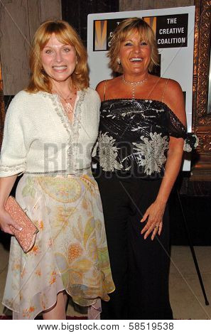 HOLLYWOOD - AUGUST 15: Roslyn Kind and Lorna Luft at the Los Angeles Premiere of Dirty Rotten Scoundrels on August 15, 2006 at Pantages Theatre in Hollywood, CA.