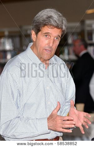 LOS ANGELES - APRIL 10: Sen. John Kerry on tour of the 31st Congressional District of Los Angeles in South Los Angeles Area High School #1 on April 10, 2006 in Los Angeles, CA.