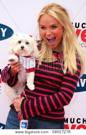 BEVERLY HILLS - APRIL 29: Kristin Chenoweth at the Old Navy Nationwide Search for a New Canine Mascot at Franklin Canyon Park on April 29, 2006 in Beverly Hills, CA.