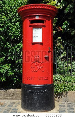 Red post box, Stratford-upon-Avon.