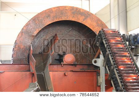 Elevator For Lifting Hot Grinding Balls