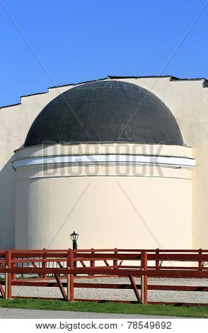 Structure With A Dome