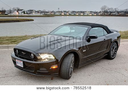 Black Ford Mustang GT 2014