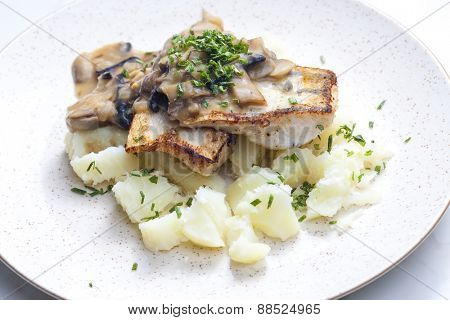 pikeperch on butter with mushroom sauce and spring potatoes