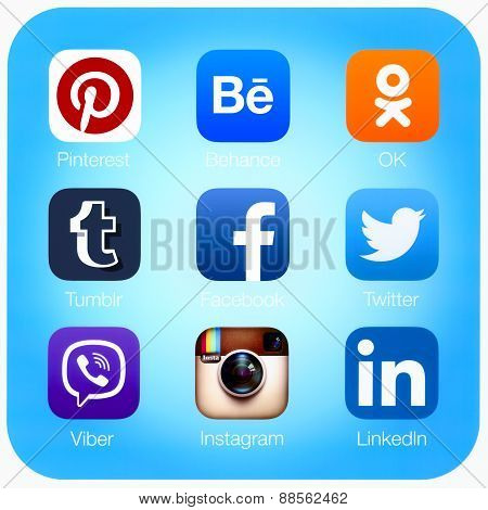 Social networking applications on Apple iPad Air