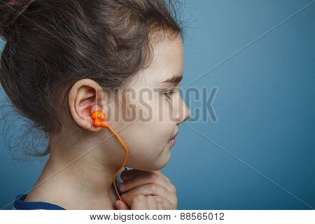 a girl of seven European appearance brunette listening to music