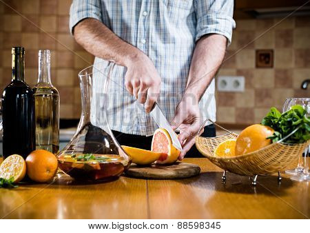 Man cuts fresh grapefruits