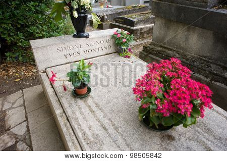 Grave Of Simone Signoret And Yves Montand