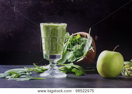 Green Smoothie preparation