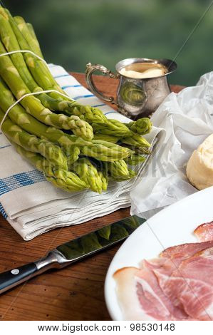 Green Asparagus With Butter And Hollandaise