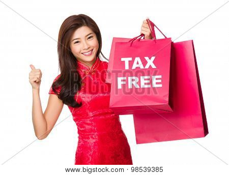 Chinese woman hold with shopping bag and thumb up for showing tax free