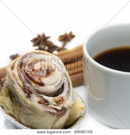 Cinnamon Roll Bun With Coffee
