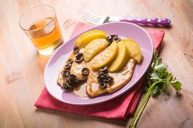 image of indian apple  - escalope with apple  and black olives  - JPG
