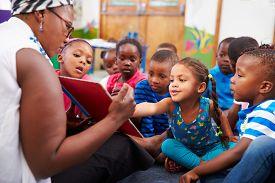 picture of teachers  - Teacher reading a book with a class of preschool children - JPG