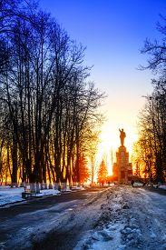 picture of lenin  - Lenin monument in Central Park in Kostroma - JPG